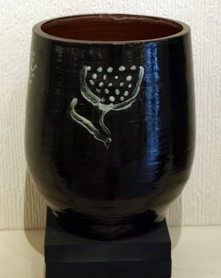 LIZZY-WOOD---FLOWER-BLACKWARE-VASE-7-X-6-£60