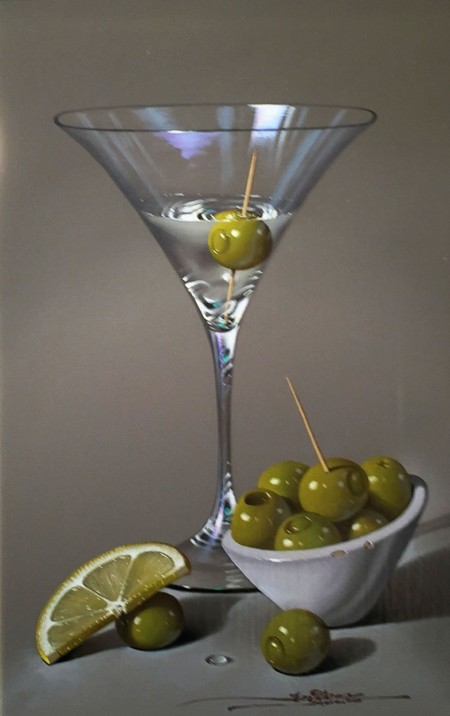 MARTINI-GLASS-AND-OLIVES